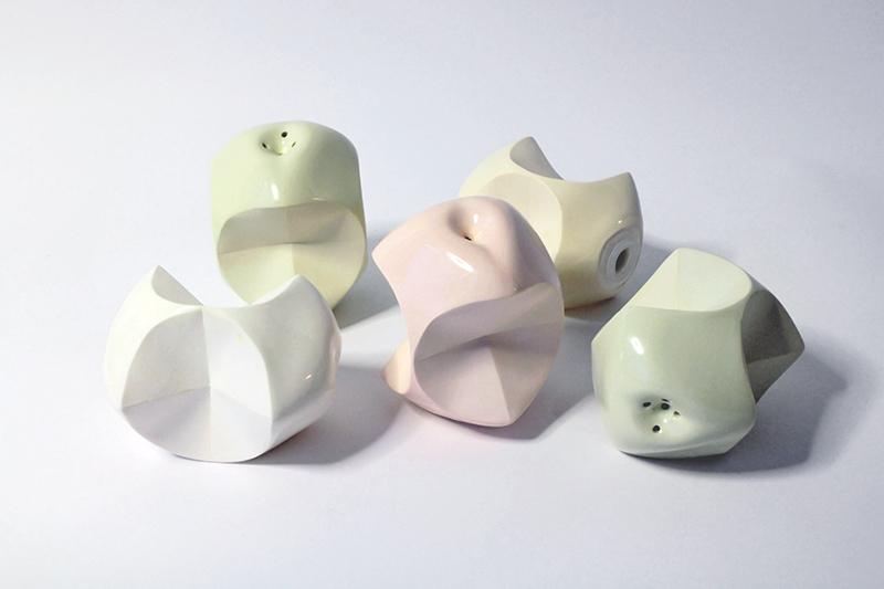 Almacsutka fűszerszórók   szinezett porcelán