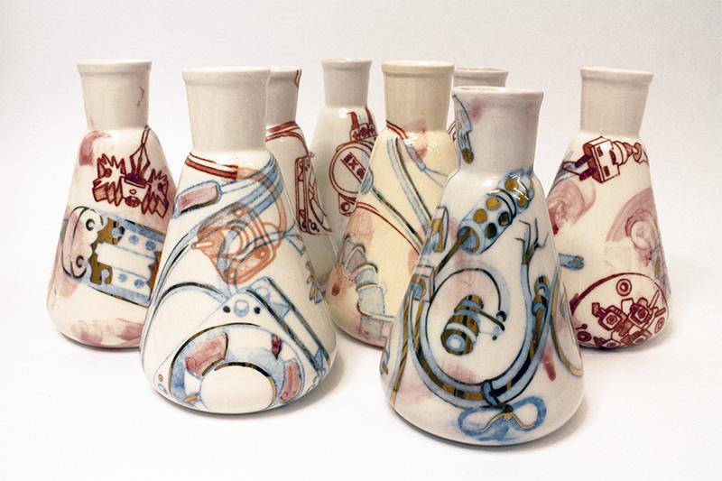 Képlékeny hagyomány   festett porcelán